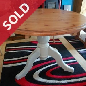 Round pedestal base kitchen table